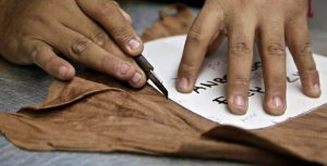 hand-cutting-leather